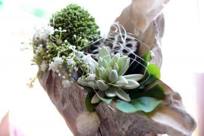 Dekorationsstein mit Blumen